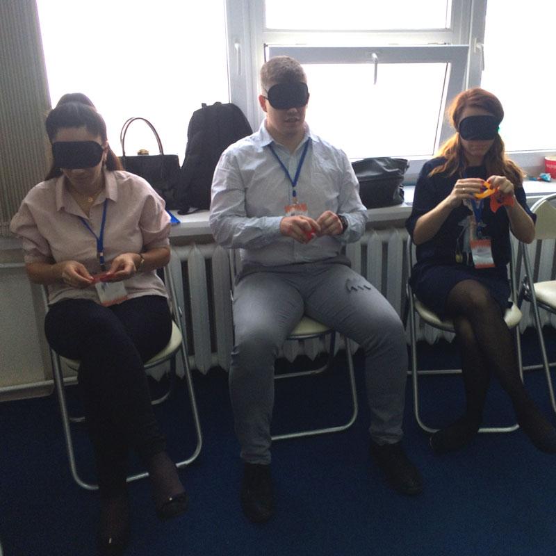 Игра на взаимодействие и понимание в команде Коммуникация вслепую